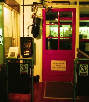 automatic door.jpg (16504 bytes)